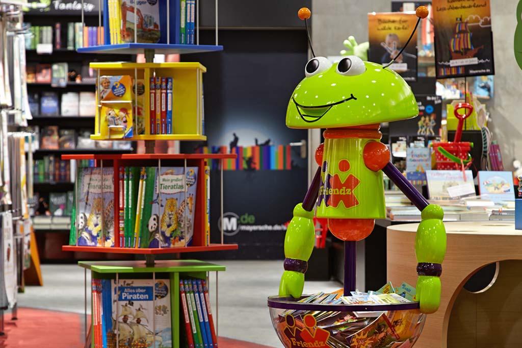 aufmerksamkeitsstarke Warenpräsentation am POS in der Buchhandlung